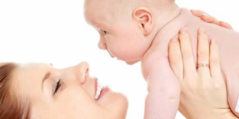 Da li bebu navikavati na ruke?